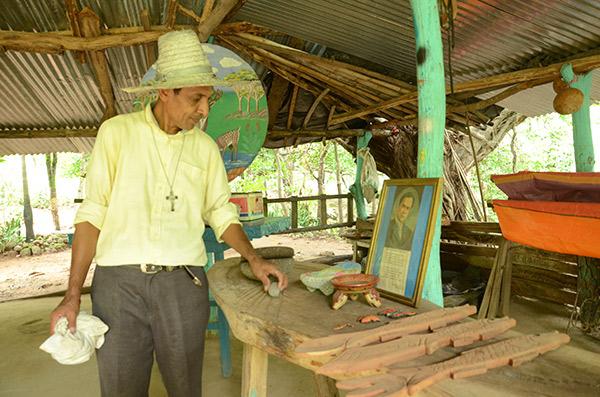 Artesano de barro y madera_achuapa_cultura_gal3
